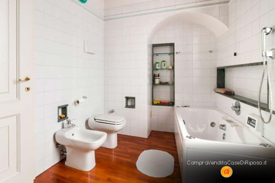 immobile adatto a casa di riposo - bagno